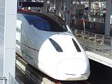 新幹線つばめ、ややアップ